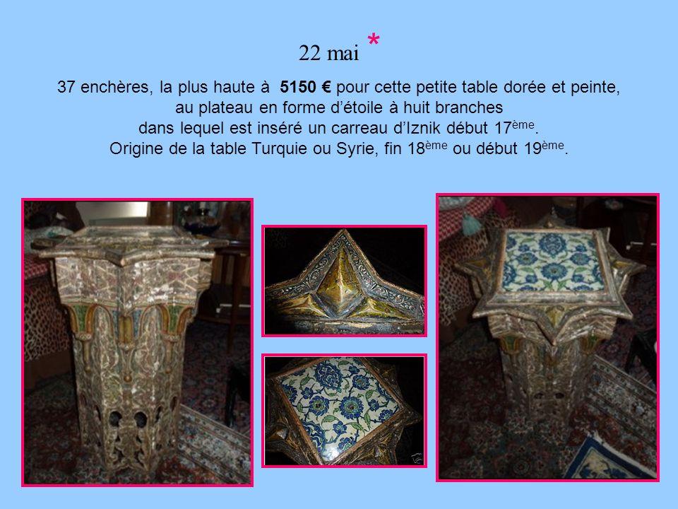 22 mai * 37 enchères, la plus haute à 5150 € pour cette petite table dorée et peinte, au plateau en forme d'étoile à huit branches.