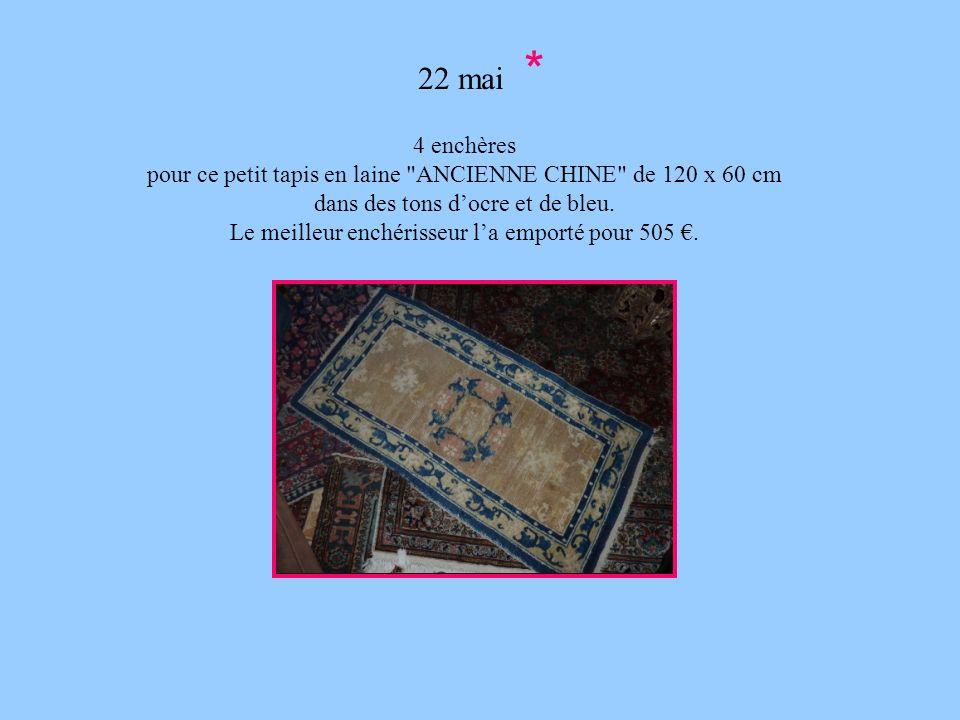 22 mai * 4 enchères. pour ce petit tapis en laine ANCIENNE CHINE de 120 x 60 cm. dans des tons d'ocre et de bleu.