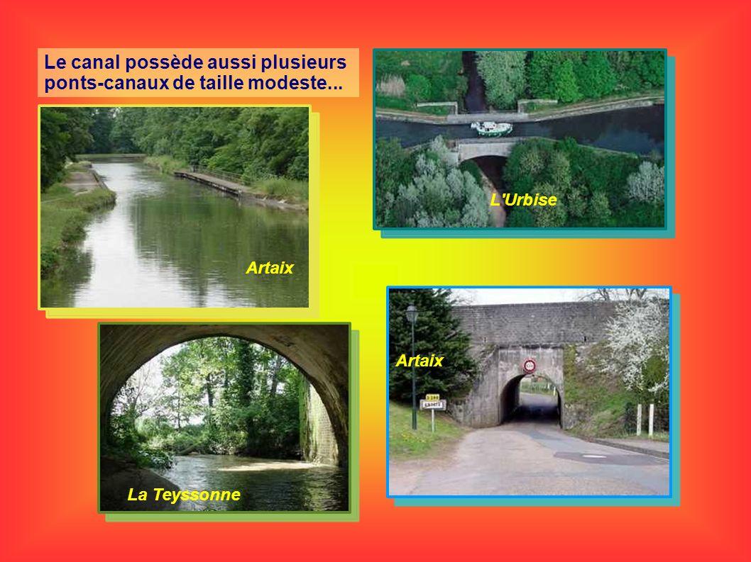 Le canal possède aussi plusieurs ponts-canaux de taille modeste...