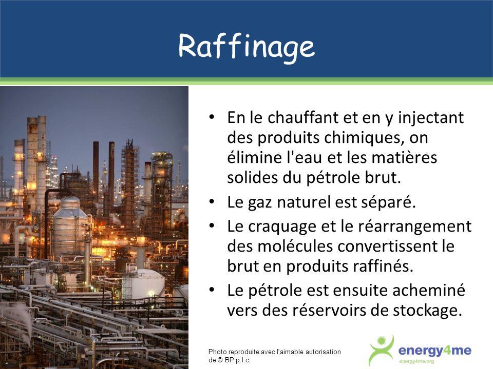 RaffinageEn le chauffant et en y injectant des produits chimiques, on élimine l eau et les matières solides du pétrole brut.