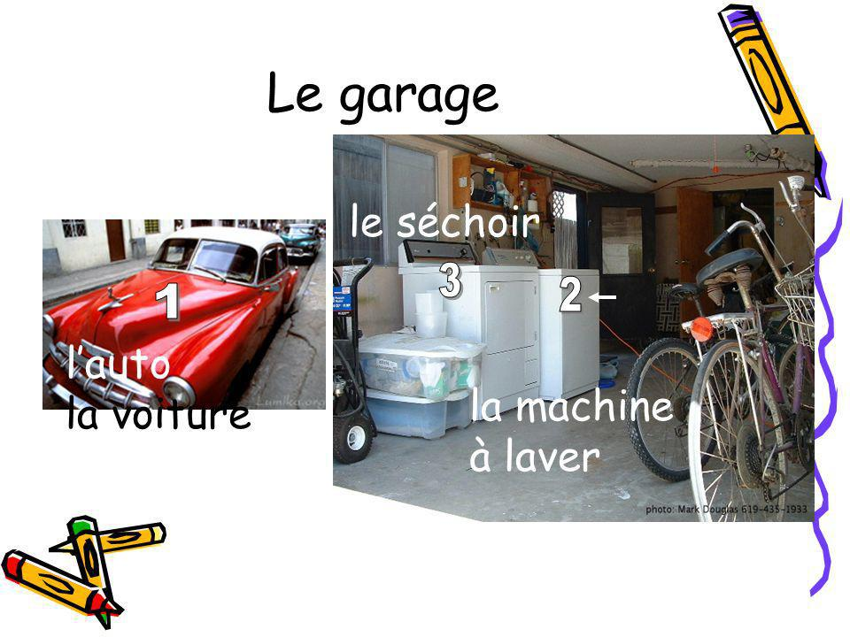 Le garage le séchoir l'auto la voiture la machine à laver
