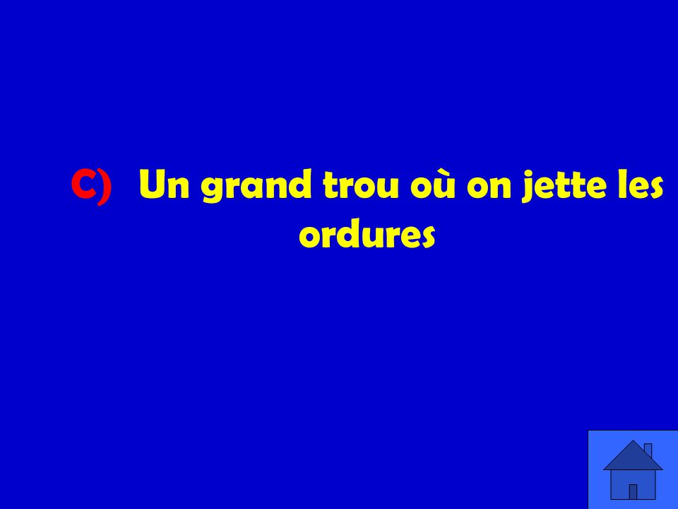 C) Un grand trou où on jette les ordures