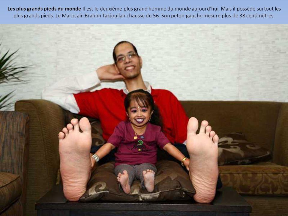 f72257eabede01 Les plus grands pieds du monde Il est le deuxième plus grand homme du monde  aujourd