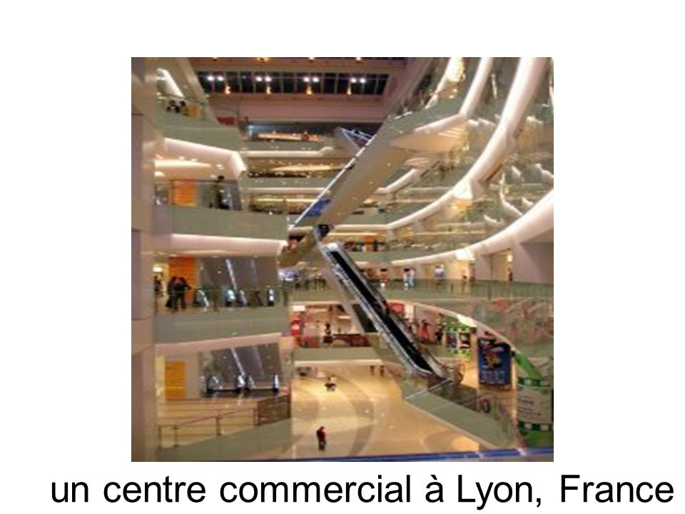 un centre commercial à Lyon, France