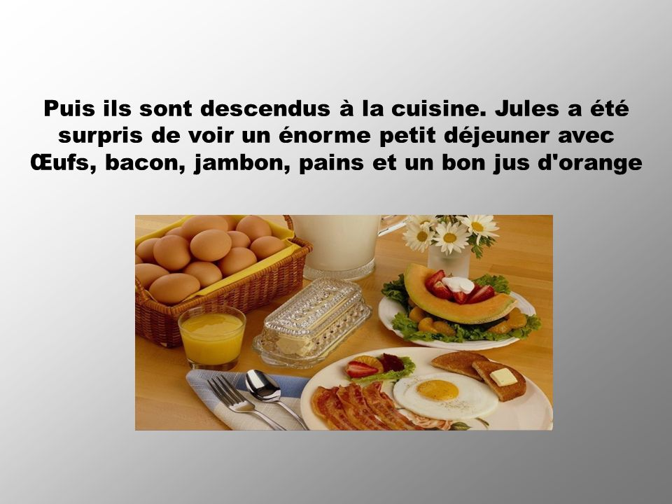 Œufs, bacon, jambon, pains et un bon jus d orange